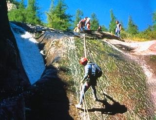 Canyoning en vallée d'Ossau en Béarn Pyrénées