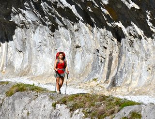 Chemin de la mâture en vallée d'Aspe en Béarn Pyrénées